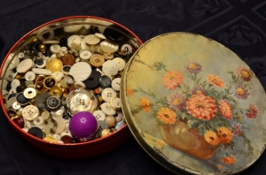 Mom's Vintage Button Tin